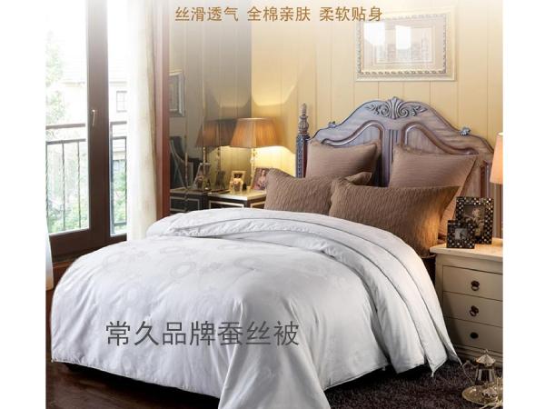 蚕丝被哪个品牌的质量好一些-不同的价位可对比质量[常久]