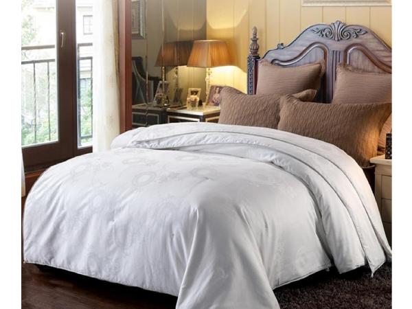 蚕丝被多少斤比较好-合适的重量才有更好的睡眠[常久]