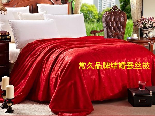 结婚被子买什么颜色-传统红色最受欢迎[常久]