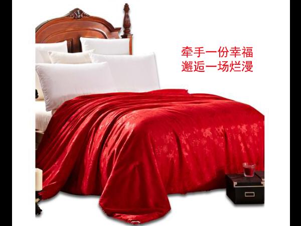 大红结婚被子买什么材质的呢-蚕丝材质更健康