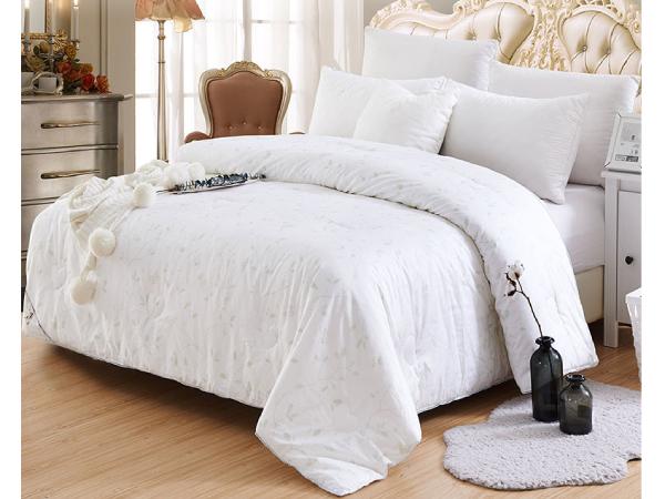 盖蚕丝棉被的好处-选对被子提高睡眠质量[常久]